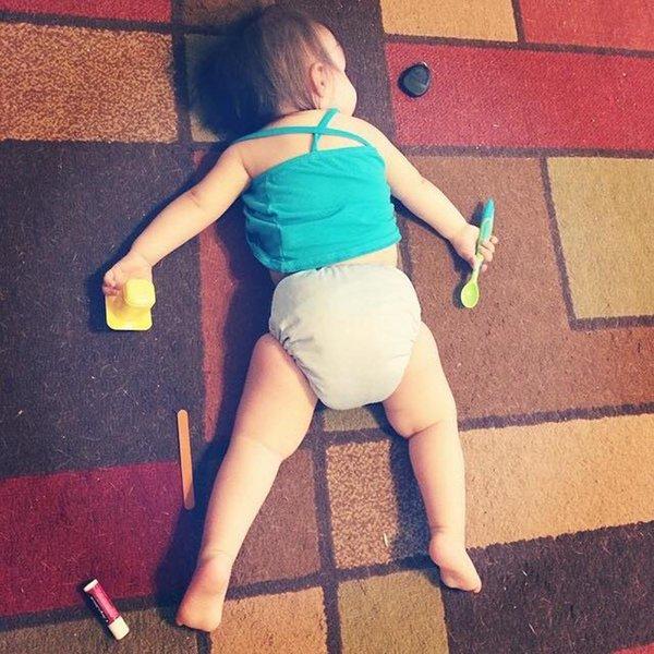 Bật cười trước những tư thế ngủ chẳng giống ai của lũ trẻ - Ảnh 1.