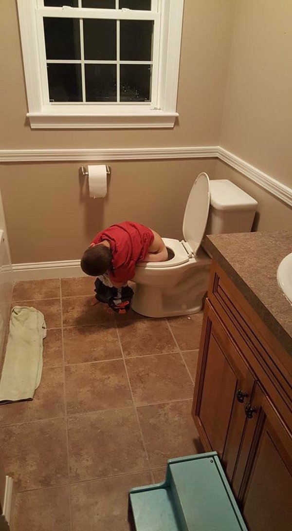 Bật cười trước những tư thế ngủ chẳng giống ai của lũ trẻ - Ảnh 2.