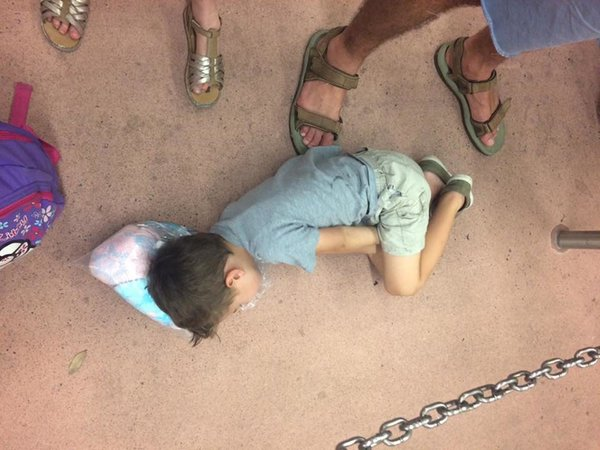 Bật cười trước những tư thế ngủ chẳng giống ai của lũ trẻ - Ảnh 3.