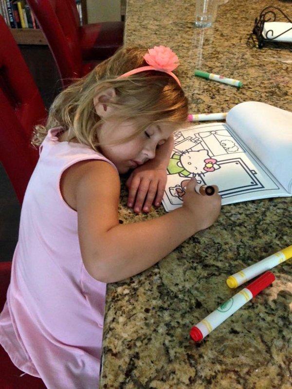 Bật cười trước những tư thế ngủ chẳng giống ai của lũ trẻ - Ảnh 17.