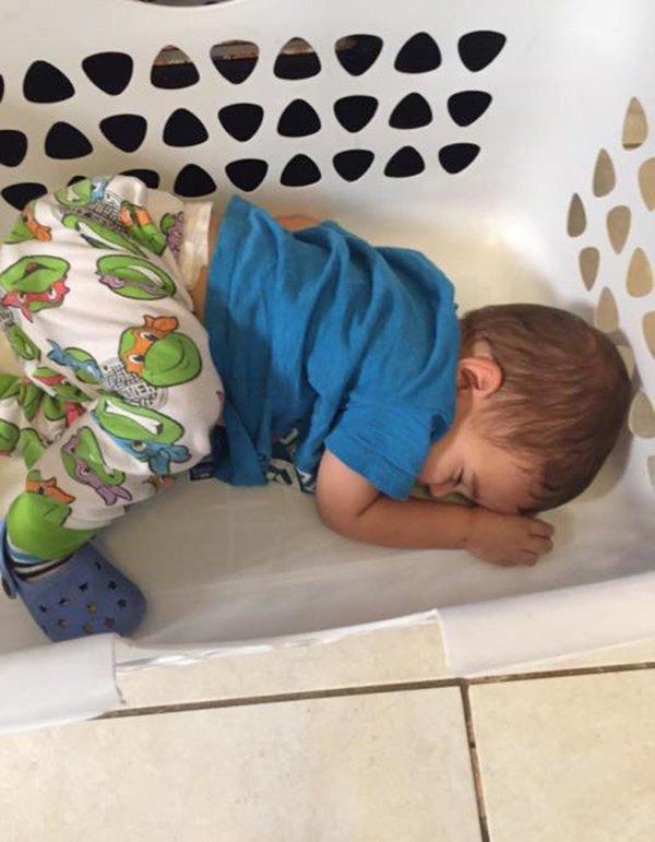 Bật cười trước những tư thế ngủ chẳng giống ai của lũ trẻ - Ảnh 18.