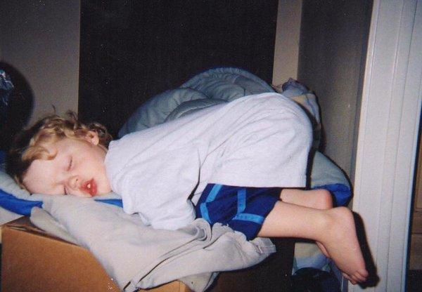 Bật cười trước những tư thế ngủ chẳng giống ai của lũ trẻ - Ảnh 23.