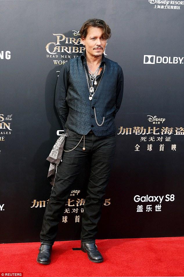 """""""Cướp biển"""" Johnny Depp hẹn hò trở lại sau khi ly hôn vợ trẻ - Ảnh 1."""