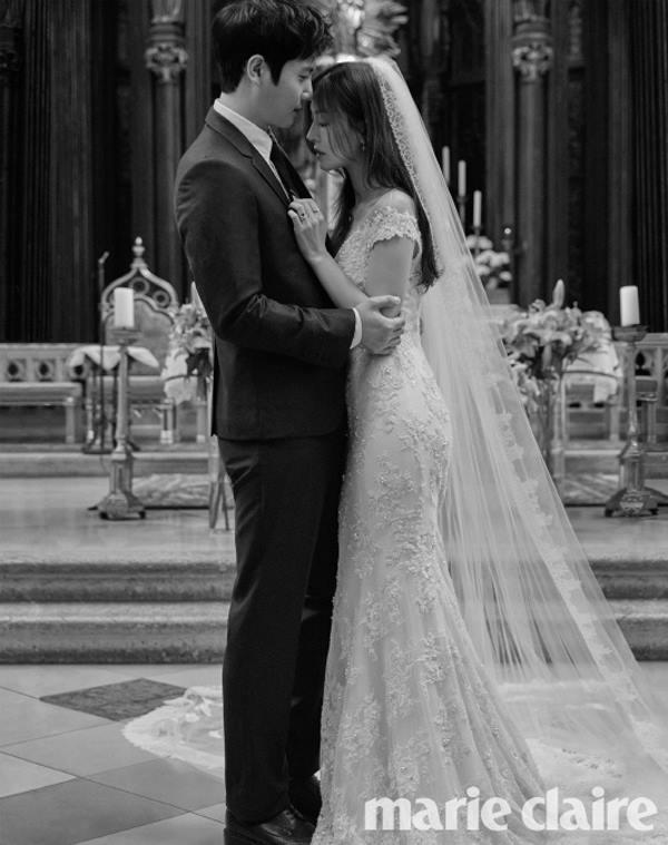Những hình ảnh đẹp ngọt ngào trong bộ ảnh cưới của Kim So Yeon - Ảnh 1.