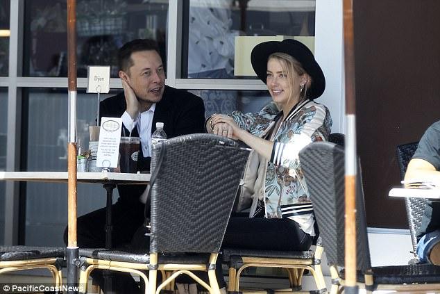 """Vợ cũ của Johnny Depp """"dính như sam"""" với người tình tỷ phú Elon Musk - Ảnh 2."""