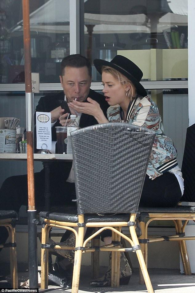 """Vợ cũ của Johnny Depp """"dính như sam"""" với người tình tỷ phú Elon Musk - Ảnh 3."""