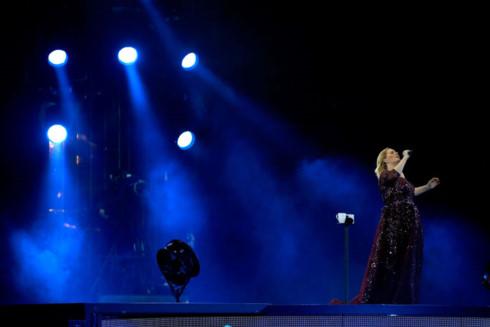 Họa mi nước Anh Adele đến tận hiện trường vụ cháy ở London để an ủi các nạn nhân - Ảnh 4.