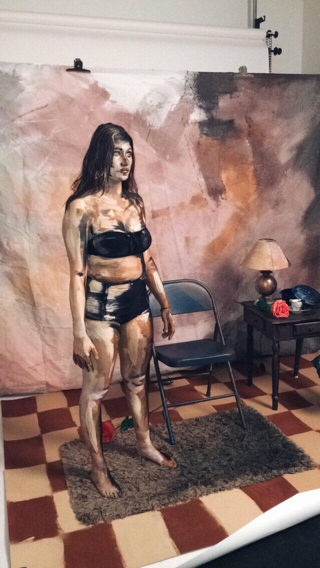 Ai cũng nghĩ đây là bức tranh vẽ cô gái bình thường nhưng giật mình khi biết sự thật - Ảnh 1.