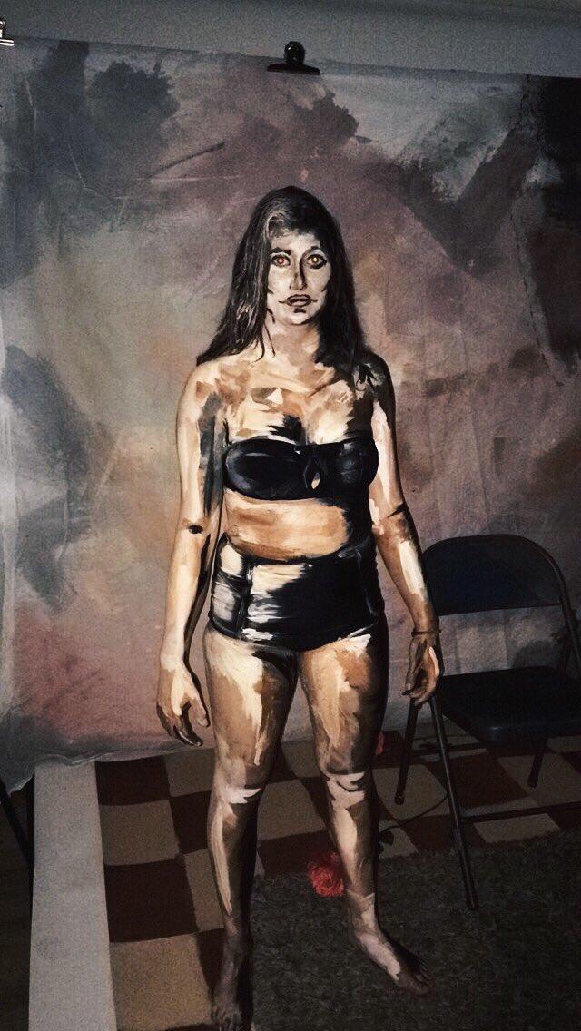 Ai cũng nghĩ đây là bức tranh vẽ cô gái bình thường nhưng giật mình khi biết sự thật - Ảnh 2.