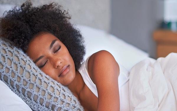 Coi chừng những bệnh bạn sẽ mắc phải nếu như không ngủ đủ giấc - Ảnh 2.