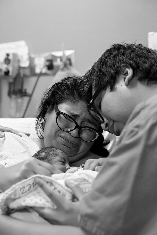 Khoảnh khắc những em bé chào đời chạm tới trái tim hàng triệu người - Ảnh 3.