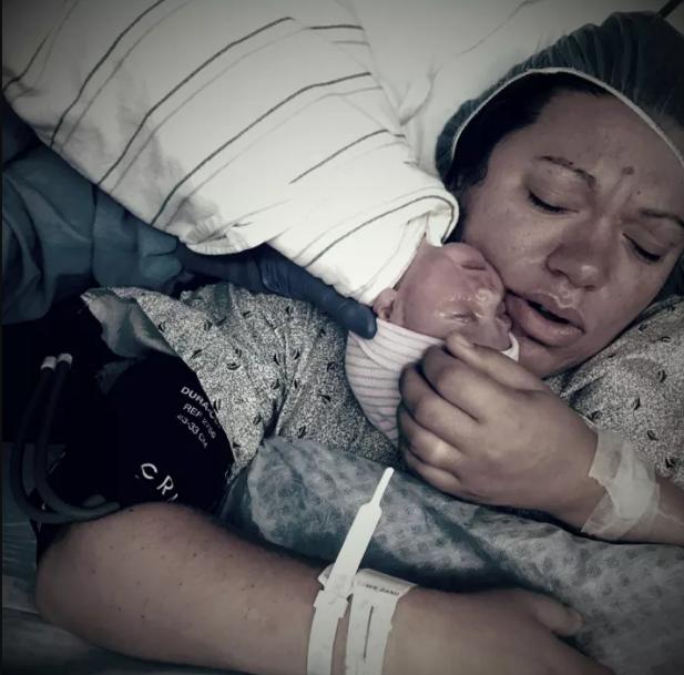 Khoảnh khắc những em bé chào đời chạm tới trái tim hàng triệu người - Ảnh 10.