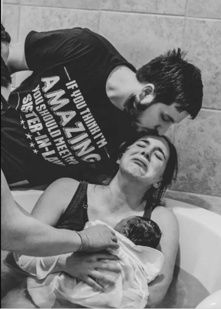 Khoảnh khắc những em bé chào đời chạm tới trái tim hàng triệu người - Ảnh 15.