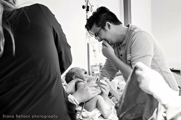 Khoảnh khắc những em bé chào đời chạm tới trái tim hàng triệu người - Ảnh 21.