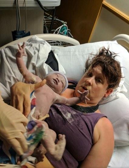 Khoảnh khắc những em bé chào đời chạm tới trái tim hàng triệu người - Ảnh 24.