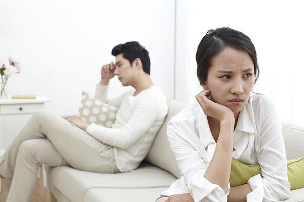 Mỗi lần giận vợ, tôi đều sốc khi thấy cách chồng trút bực tức - Ảnh 2.