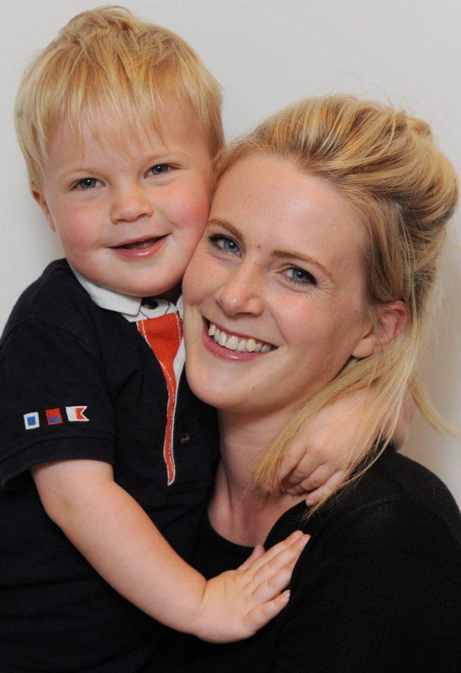 Bé trai 2 tuổi bị mù tạm thời vì mẹ nhuộm tóc - Ảnh 5.
