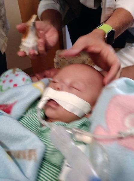 Ngủ quên khi đang cho con bú, mẹ đã vĩnh viễn mất con trai mới 7 tháng tuổi - Ảnh 1.