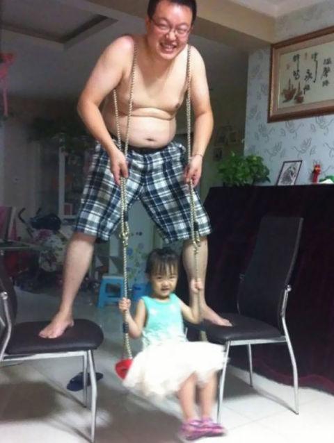 Khi mẹ vắng nhà, bố sẽ trông con theo cách chẳng thể nhàn hạ hơn - Ảnh 13.
