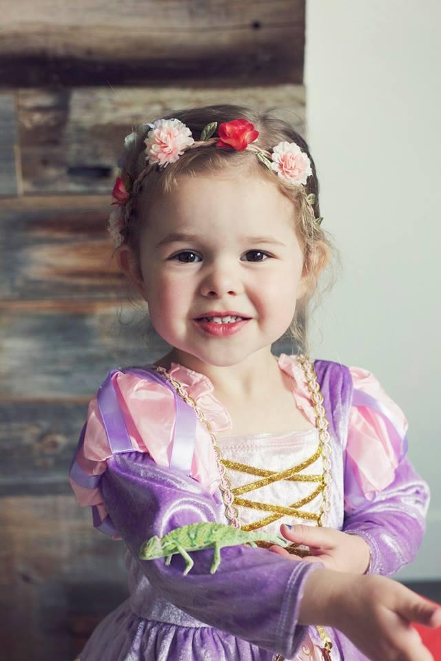 Cô bé 4 tuổi gây sốt với những màn trình diễn nhạc Disney thu hút hàng triệu lượt xem - Ảnh 12.