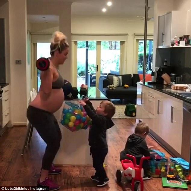 Chẳng hề vật vã đau đớn, mẹ bầu này vẫn tập luyện quần quật ngay trong phòng chờ sinh - Ảnh 17.
