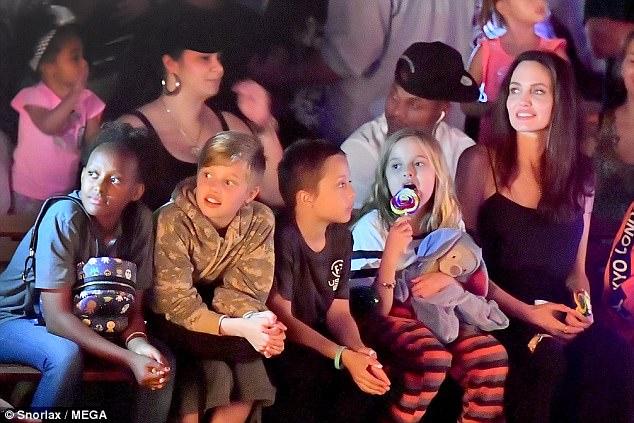 Angelina Jolie ngày càng tươi trẻ đến ngỡ ngàng - Ảnh 1.