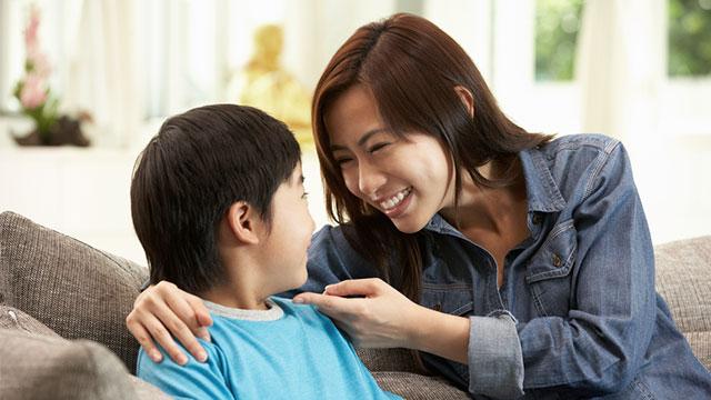 Muốn trẻ nghe lời răm rắp, bố mẹ cần biết đến phương pháp nhại lại - Ảnh 3.