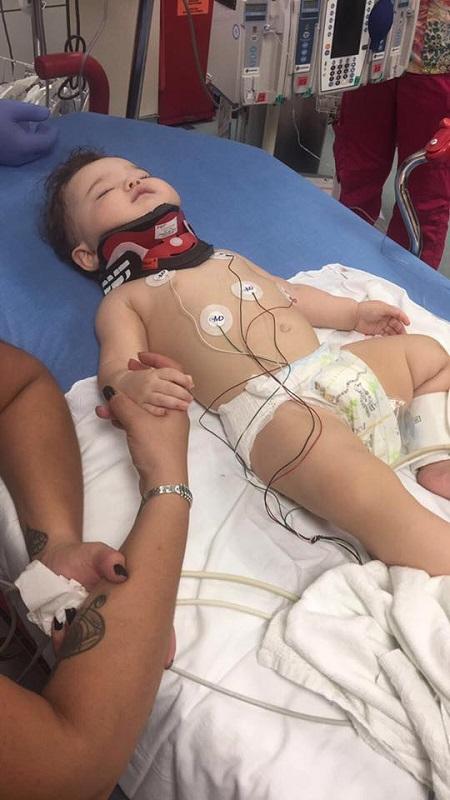 Bé gái 11 tháng tuổi bị ngã từ cửa sổ đã có tấm chắn và lời cảnh tỉnh tới các cha mẹ - Ảnh 1.