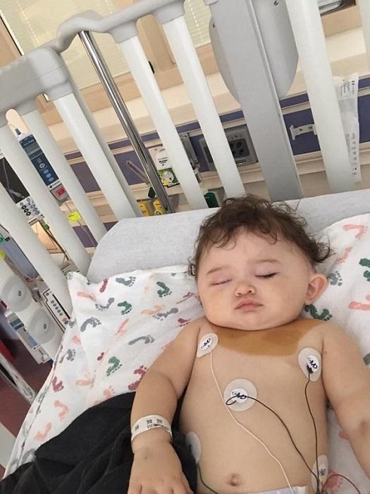 Bé gái 11 tháng tuổi bị ngã từ cửa sổ đã có tấm chắn và lời cảnh tỉnh tới các cha mẹ - Ảnh 2.