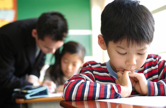 Con vào lớp 1: Những sai lầm bố mẹ nên tránh - Ảnh 1.