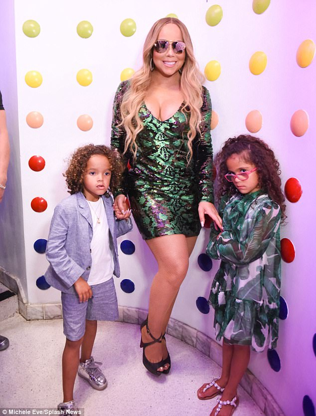 Con gái Mariah Carey ăn mặc già chát, đanh đá trước ống kính máy ảnh - Ảnh 1.