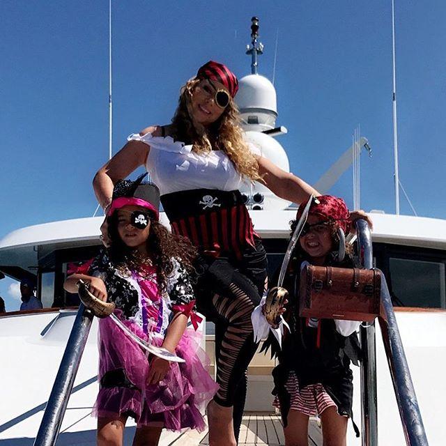 Con gái Mariah Carey ăn mặc già chát, đanh đá trước ống kính máy ảnh - Ảnh 4.