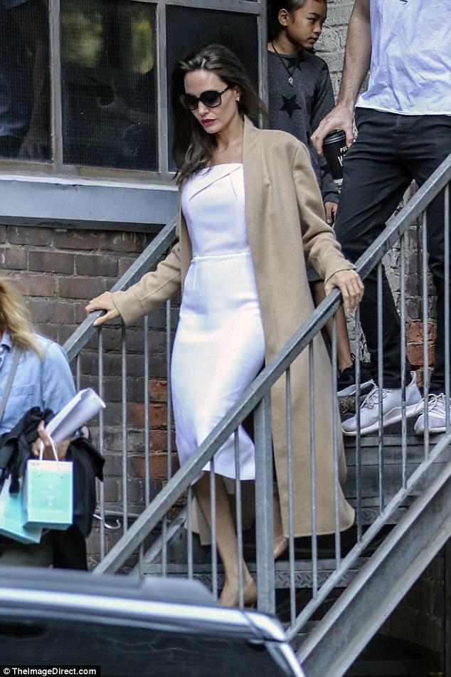 Angelina Jolie hãnh diện khi nói về 2 cậu con trai Maddox và Pax Thiên - Ảnh 3.