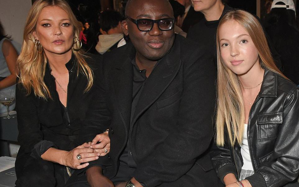 Con gái 14 tuổi của siêu mẫu Kate Moss gây chú ý với vẻ đẹp trong veo