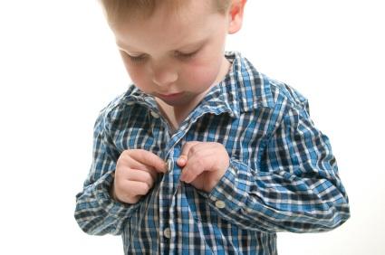 Tuần tự các bước dạy bé tự mặc quần áo đơn giản đến không ngờ - Ảnh 1.
