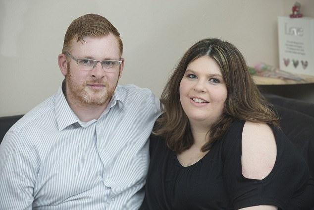 11 tháng sinh liền 4 đứa con, bà mẹ này phá vỡ kỷ lục sinh con của nước Anh - Ảnh 2.