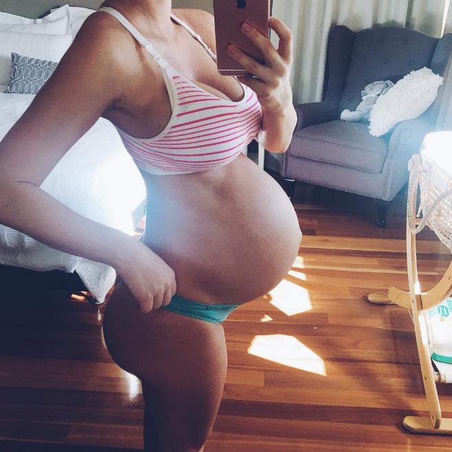 Mẹ 1 con hứng nhiều gạch đá vì... vóc dáng đẹp mê mẩn cả lúc mang bầu và sau sinh - Ảnh 7.