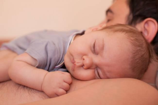9 bí quyết để trẻ sơ sinh có giấc ngủ ngon mà bố mẹ không mệt mỏi - Ảnh 2.
