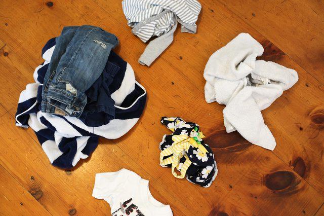 6 mẹo nhỏ giúp quần áo của bạn luôn mới đẹp dù giặt bằng máy giặt - Ảnh 2.