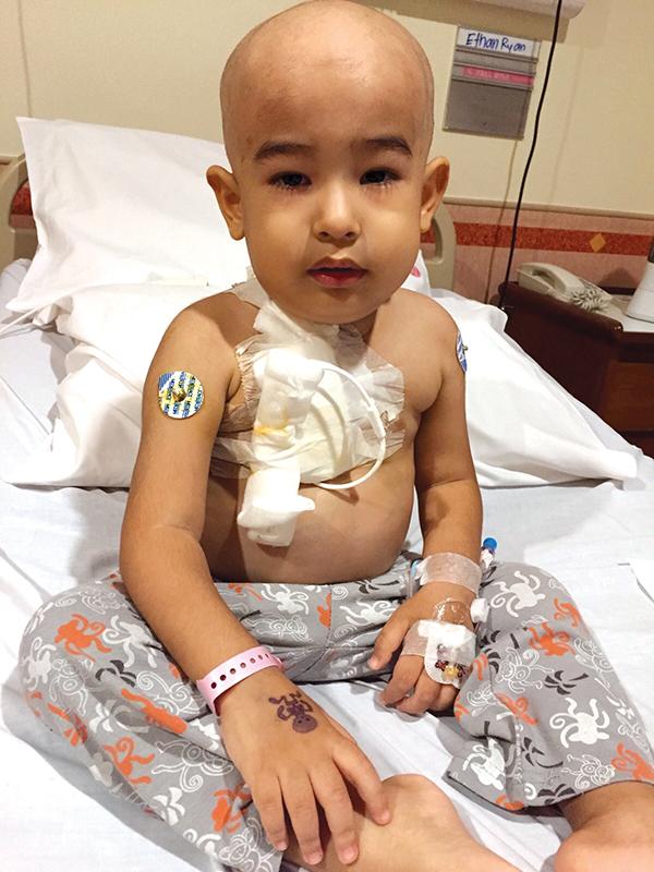 Phát hiện con trai mắc bệnh ung thư máu chỉ từ những triệu chứng ho, sốt thông thường - Ảnh 4.
