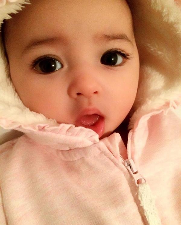 """Lại thêm 1 em bé lai có đôi mắt đẹp hút hồn khiến fan hâm mộ """"phát sốt"""" - Ảnh 9."""