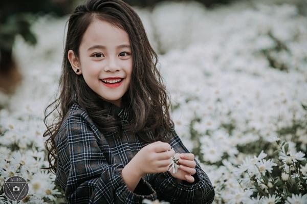"""""""Tiểu Chi Pu"""" khiến cư dân mạng sôi sùng sục với bộ ảnh chụp cùng cúc họa mi được đánh giá là đẹp nhất mùa - Ảnh 24."""