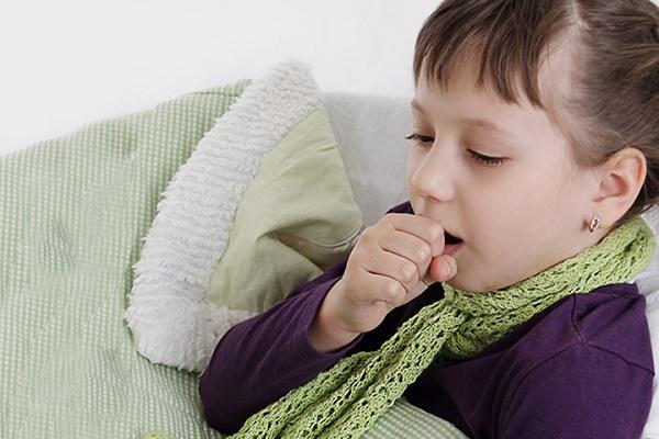 Bác sĩ chuyên khoa Nhi hàng đầu tại Anh cảnh báo việc cha mẹ cứ hở ra là cho con dùng si rô ho   - Ảnh 3.