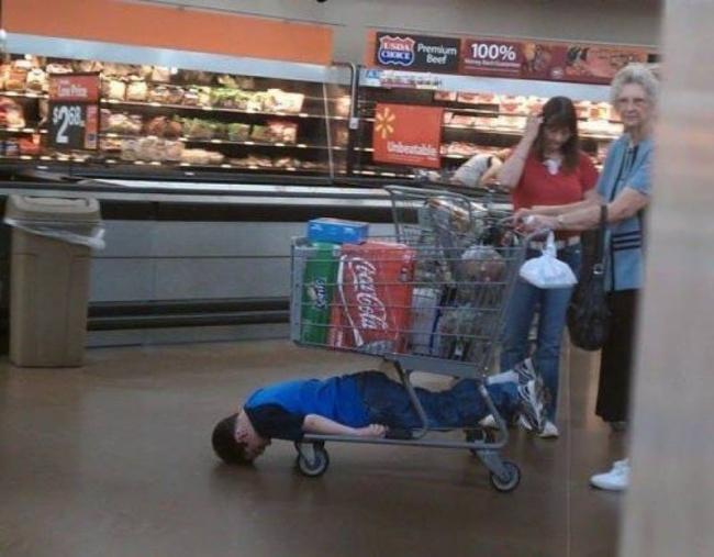 Chùm ảnh chứng minh: Đưa con đi siêu thị là công việc chỉ dành cho những cha mẹ… dũng cảm - Ảnh 4.
