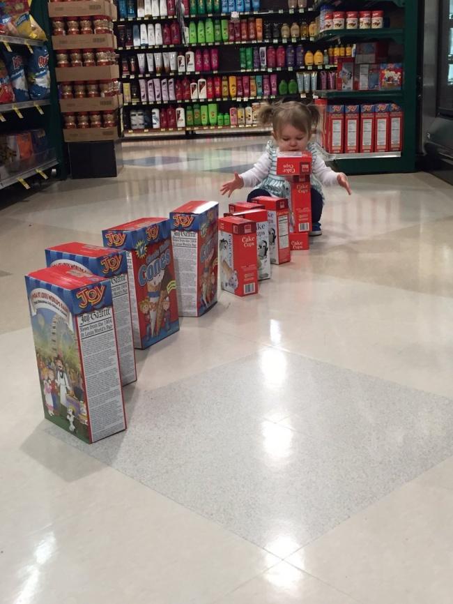 Chùm ảnh chứng minh: Đưa con đi siêu thị là công việc chỉ dành cho những cha mẹ… dũng cảm - Ảnh 12.