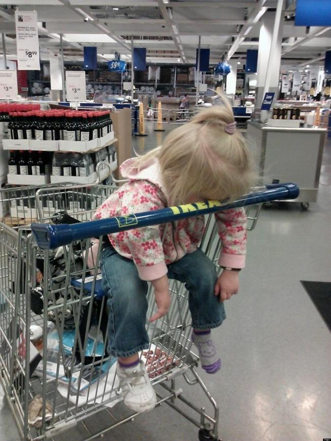 Chùm ảnh chứng minh: Đưa con đi siêu thị là công việc chỉ dành cho những cha mẹ… dũng cảm - Ảnh 21.