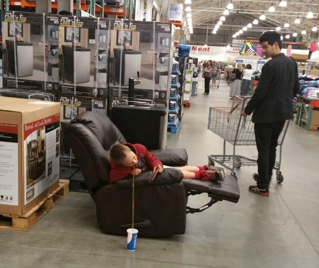 Chùm ảnh chứng minh: Đưa con đi siêu thị là công việc chỉ dành cho những cha mẹ… dũng cảm - Ảnh 24.