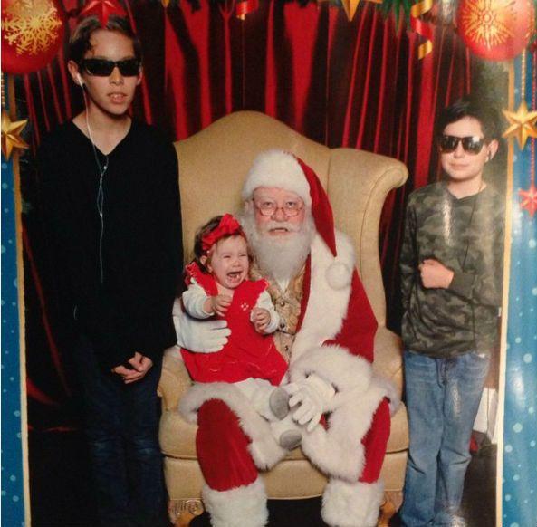 """Những khoảnh khắc """"cười ra nước mắt""""  vì không phải bé nào cũng thích Noel như cha mẹ vẫn nghĩ - Ảnh 2."""