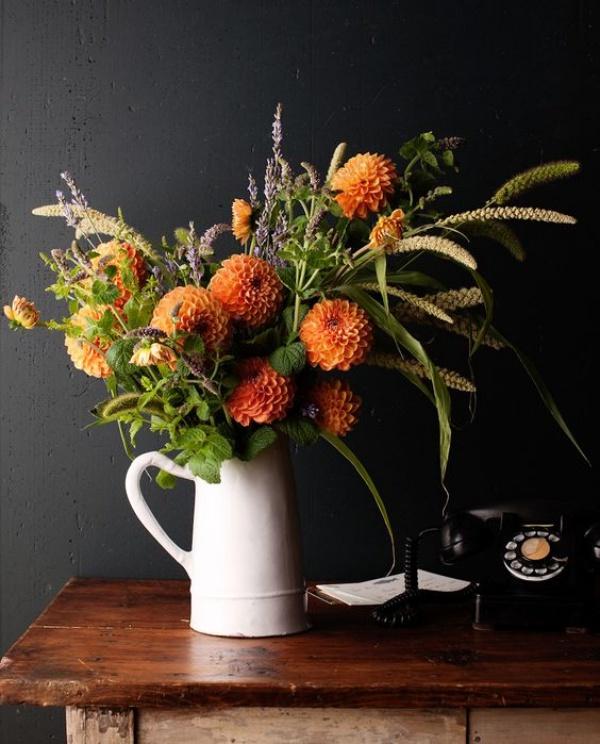 Gợi ý các cách cắm hoa cho ngôi nhà rực rỡ và ấm cúng đón năm mới - Ảnh 12.