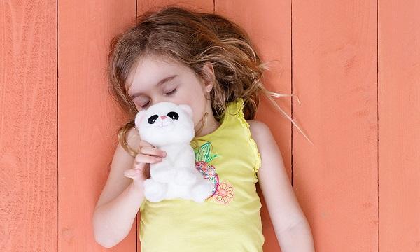 Chỉ cần 1 chú gấu bông, nhiều cha mẹ trên thế giới đã xóa tan cơn tức giận của con bằng cách này - Ảnh 3.